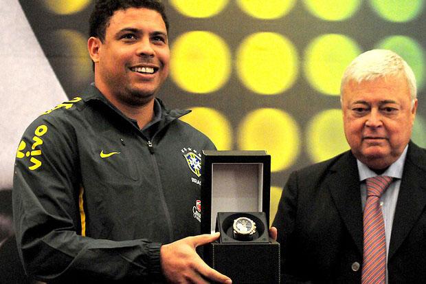Ronaldo e Teixeira em evento da CBF: troca de poder no COL