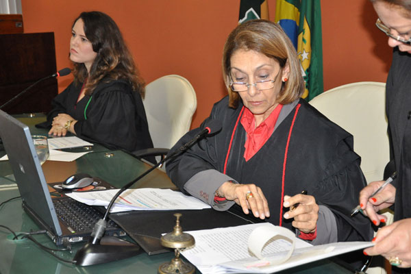 Adélia Sales enviou pedido de informações à prefeita