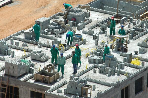 O salário dos empregados em MPEs cresceu em média 14,3 por cento em 10 anos no País. No RN, a construção civil é a atividade que paga mais.