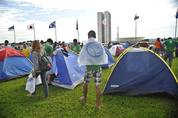 UNE realiza acampamento na Esplanada dos Ministérios