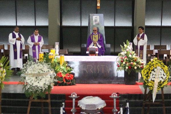 Corpo de Monsenhor Assis está sendo velado na Catedral Metropolitana