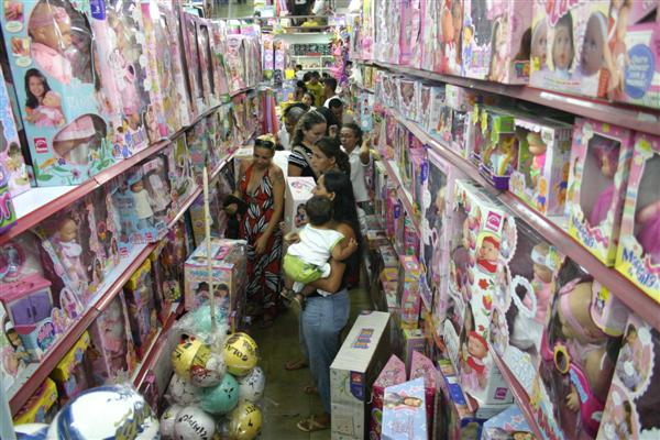 Fiscais verificaram a qualidade de itens como brinquedos e lâmpadas em cerca de 49 estabelecimentos