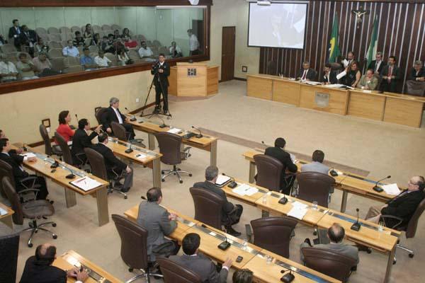 O relator acolheu 258 emendas, sendo duas delas coletivas destinando recursos para o Tribunal de Justiça e o Ministério Público.