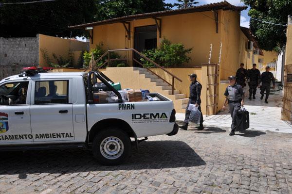 Ontem, promotores e PM realizaram apreensões de material na sede da Concsel