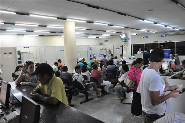 Sede do órgão na Ribeira está cheia por conta de atrasos na emissão de carteiras de trabalho