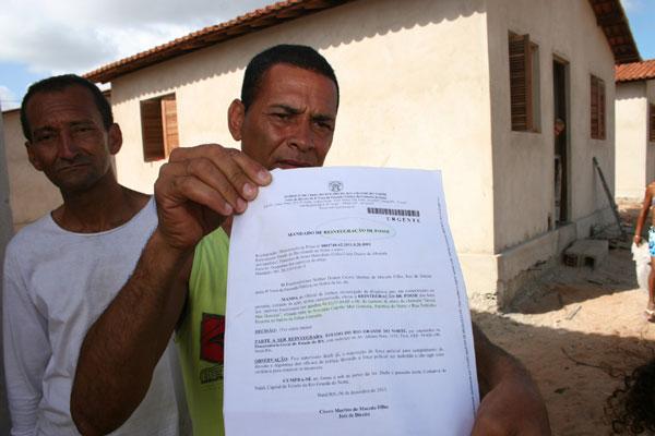 Márcio Passos é um dos populares que invadiu as casas da Comunidade Mor Gouveia. O grupo tenta apoio para invalidação do mandado de segurança conseguido pelo Governo