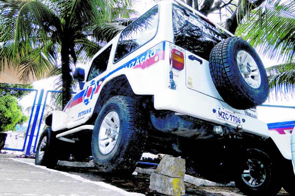 Veículos do Detran que deveriam estar patrulhando praias estão parados por falta de manutenção