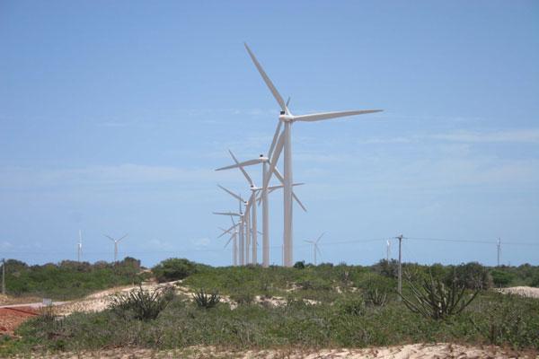A energia eólica impulsiona a economia: cada MW instalado representa cerca de R$ 3,5 milhões investidos e 10 empregos diretos na obra