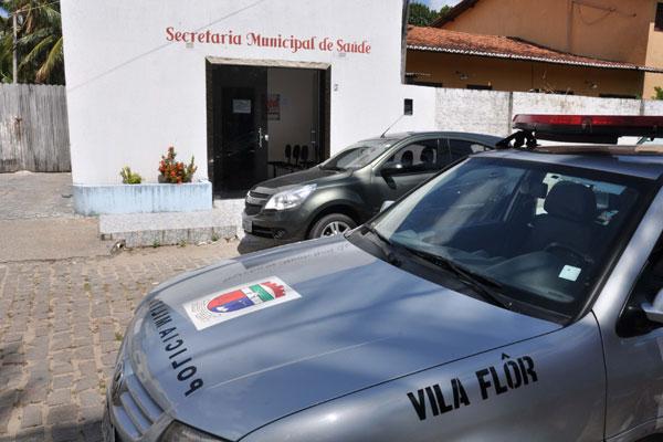 Policiais militares cumprem mandado de busca e apreensão na Secretaria de Saúde, no município de Vila Flor