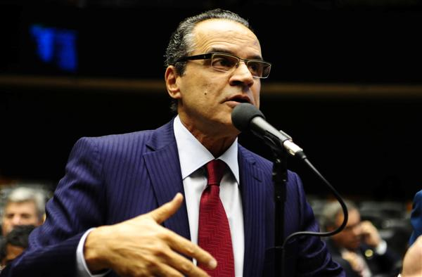 Henrique Alves fez da articulação e da conciliação a marca da liderança do PMDB na Câmara