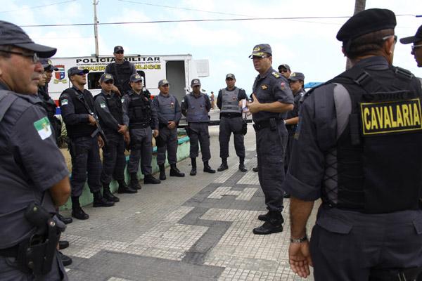 Policiais que participam da Operação Réveillon ampliam fiscalização para todo o final de semana, nas praias e avenidas da Grande Natal