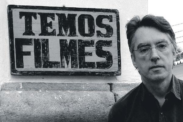 Bráulio Tavares, autor de Mundo Fantasmo, assina a coletânea que reúne contos de ficção com um sotaque nacional