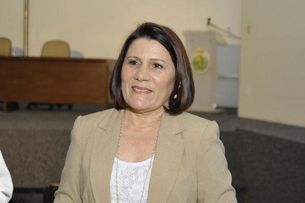 Ângela Maria Paiva Cruz, reitora da UFRN: Precisamos de bibliotecários, técnicos de laboratórios tecnológicos, de laboratórios de biologia, em Tecnologia da Informação e de Ciências da Vida.