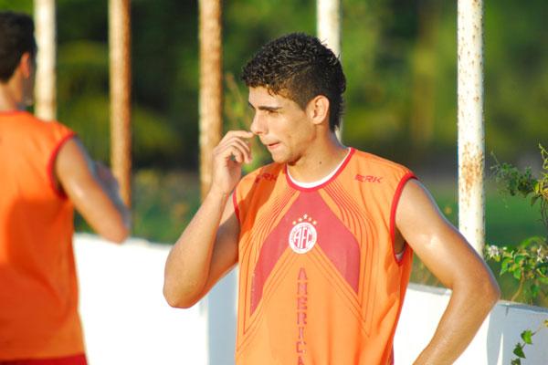 O meio-campo Jean Carioca, do América, passou por exames e foi detectada uma lesão no púbis