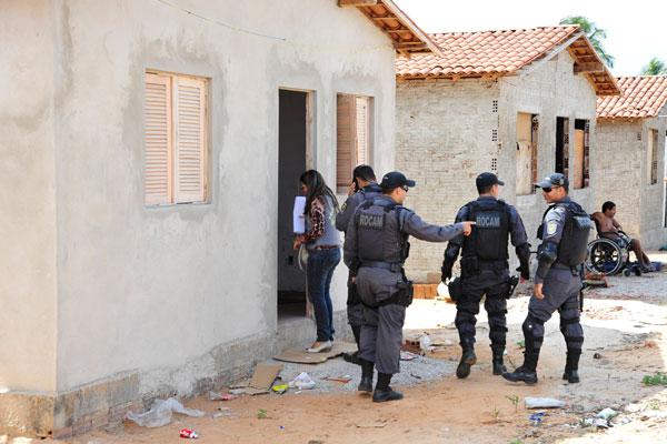 Mais de 150 policiais militares participaram da operação para garantir a reintegração de posse das 63 casas