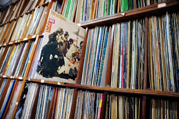 Com o maior acervo de discos de vinil do Estado, próximo a 30 mil Lps, discoteca da Rádio Cabugi (Globo) possui raridades da MPB, potiguar, internacional e até  entrevistas e poesia em LP.