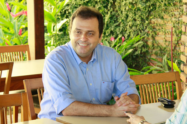 Carlos Eduardo, pré-candidato pelo PDT, fica acima dos 40 pontos