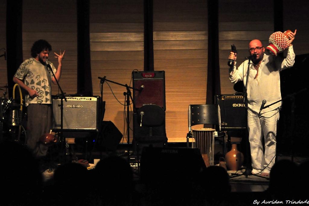 Sami Tarik e Dudu Campos, do Kizambe, recebem amanhã os artistas Carlos Zens e Ismael Miranda no palco da Casa da Ribeira