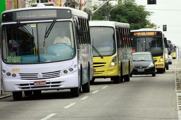 Brasileiros consideram transporte público ruim e ultrapassado e reclamam da demora das viagens