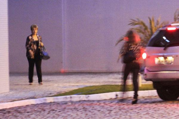 Wilma de Faria deixa a sede da Polícia Federal, em Natal, onde foi depor como testemunha