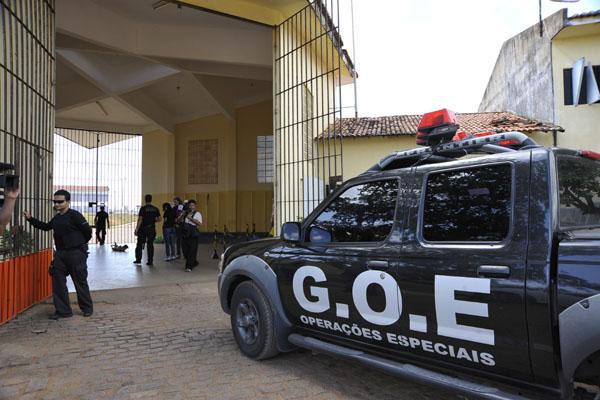 Quarenta e um bandidos fugiram do presídio na noite de quinta-feira