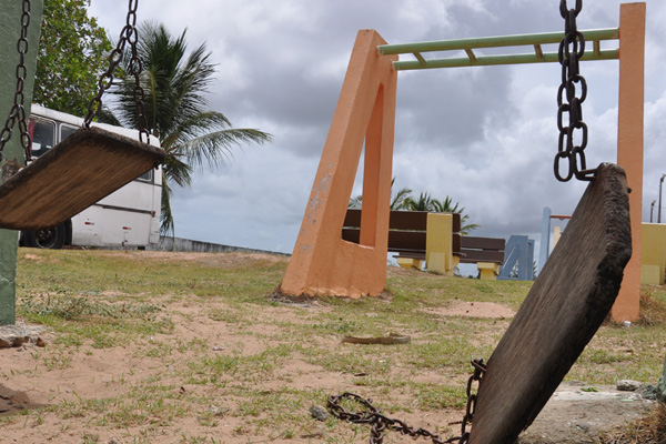 Brinquedos da praça de Santa Catarina sem qualquer manutenção