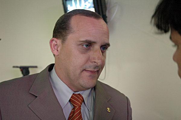 Ex-vereador Sargento Siqueira: condenado a 6 anos e 8 meses de pris�o em regime semi-aberto e pagamento de 150 sal�rios m�nimos de multa.