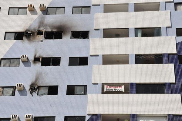 Incêndio atingiu apartamento em prédio localizado em Ponta Negra