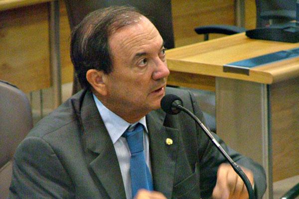 Elias Fernandes nega as acusações, mas preferiu deixar o cargo diante da crise política