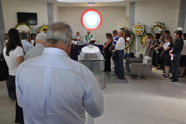 Amigos e familiares prestaram última homenagem a Nelson Rocha