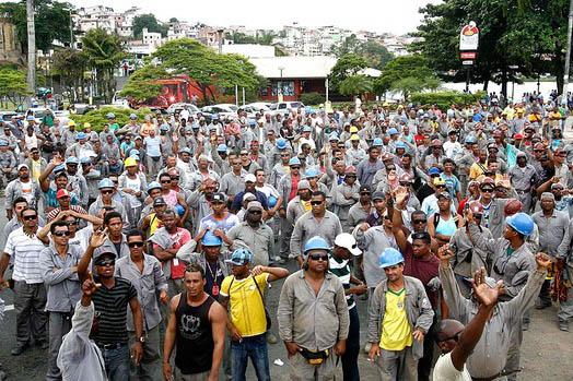Operários fazem greve nas obras da Fonte Nova