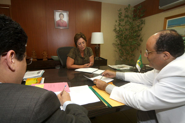 Rosalba teve reunião com auxiliares para definir ação em busca de garantir a segurança em Alcaçuz
