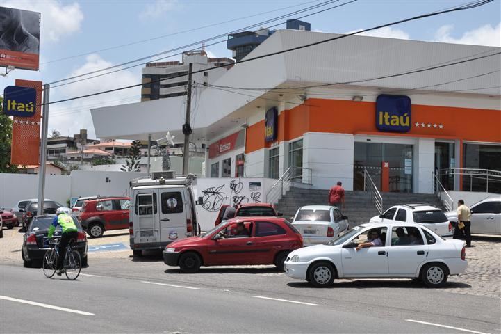 Agência do Itaú foi assaltada por quadrilha