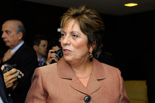 * Governadora anuncia reajuste do Bolsa Família.