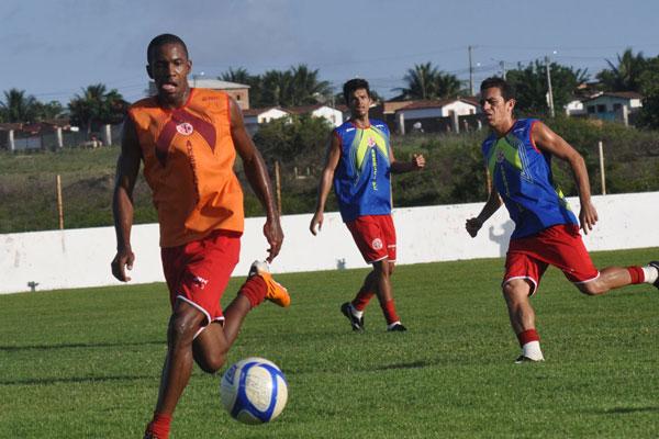 Fabinho treinou normalmente e deve ser confirmado por Flávio Araújo como titular do América