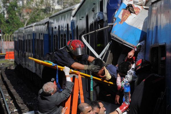 Resgate das vítimas na capital argentina: pelo menos 200 passageiros estão em estado grave