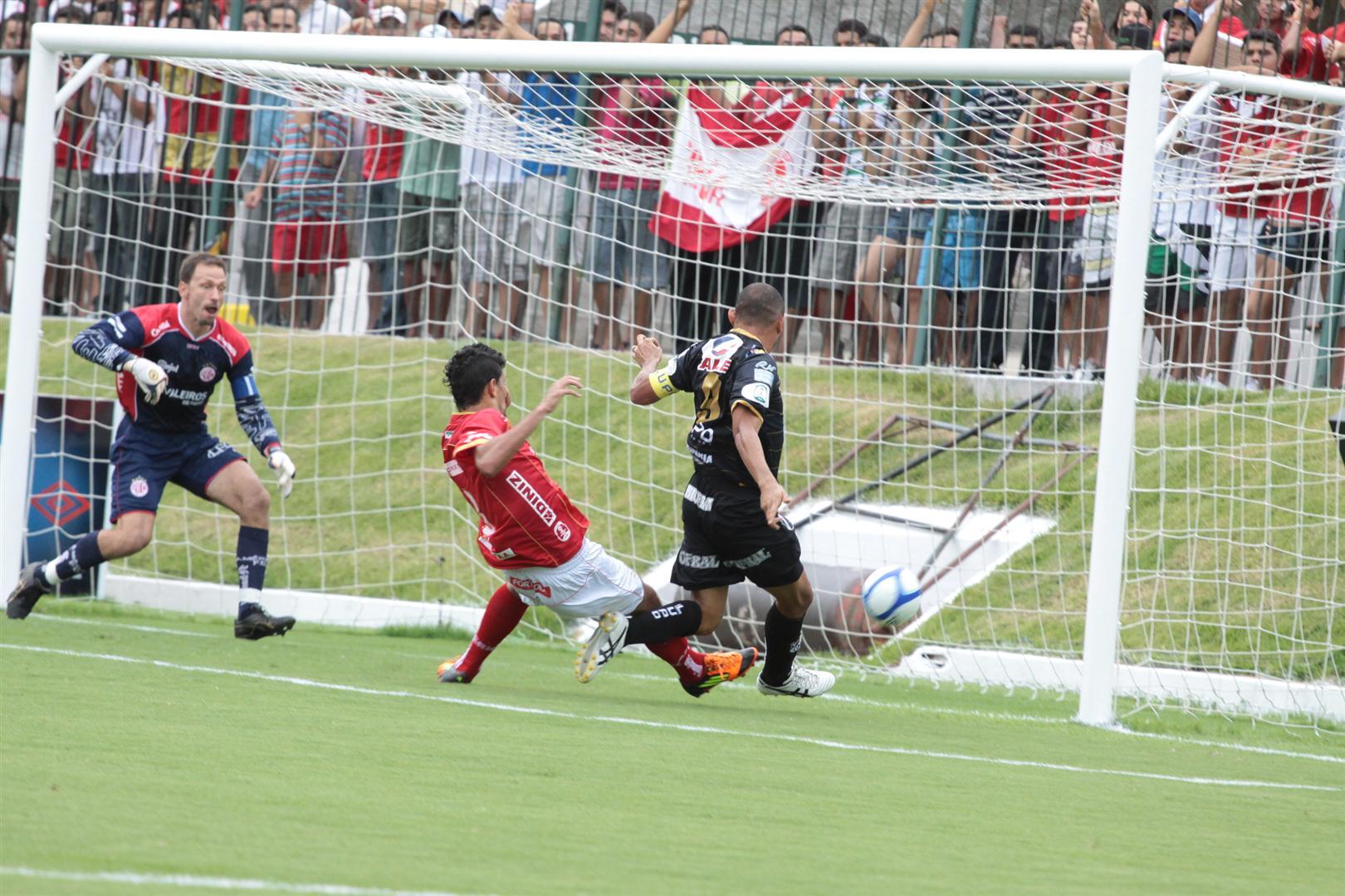Washington marcou o gol da vitória abcesdista