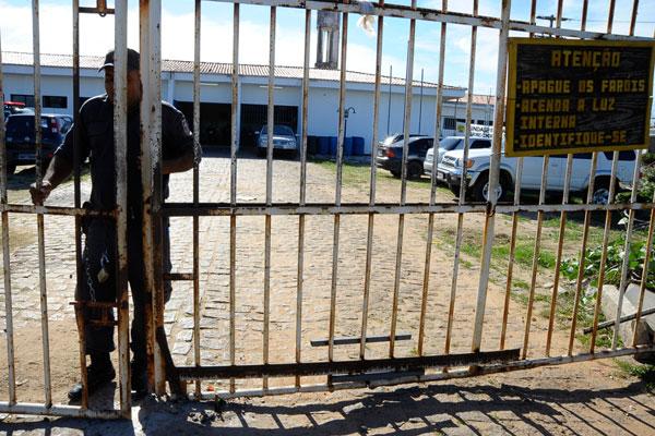 Agente penitenciários paralisam atividades nesta quinta-feira