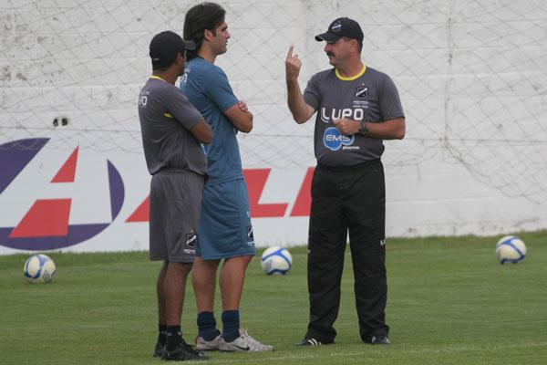 Leandro Campos queria contar com Léo Gamalho, que sentiu a coxa
