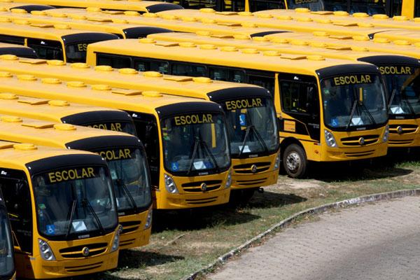 Governo do Estado fará a entrega de 100 novos ônibus escolares na quinta-feira