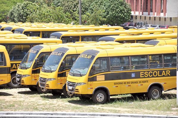 Ônibus escolares serão entregues pelo ministro da Educação