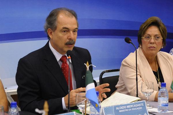 Ministro Aloysio Mercadante admite que há riscos para as finanças dos municípios
