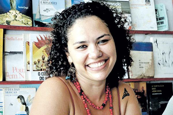 A paulistana Nina Rizzi lança novo livro e vídeo em Angola, na Bienal Internacional de Poesia de Luanda