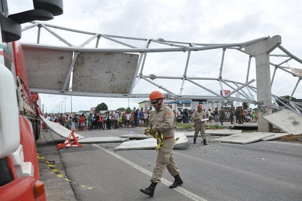 Trabalho de remoção da passarelas foi prejudicado pela chuva