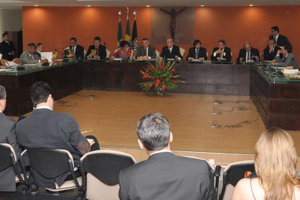 Relator do Tribunal de Contas da União, Valmir Campelo reúne conselheiros dos TCEs em Natal