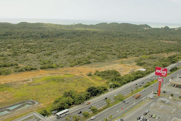 Faixa de terra do Parque das Dunas, ao longo da avenida Roberto Freire, deve ser ocupada com novo projeto da obra de mobilidade