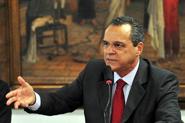 Deputado Henrique Eduardo Alves, líder do PMDB na Câmara: Eu não visto a carapuça do toma-lá-dá-cá. Acho a prática condenável.