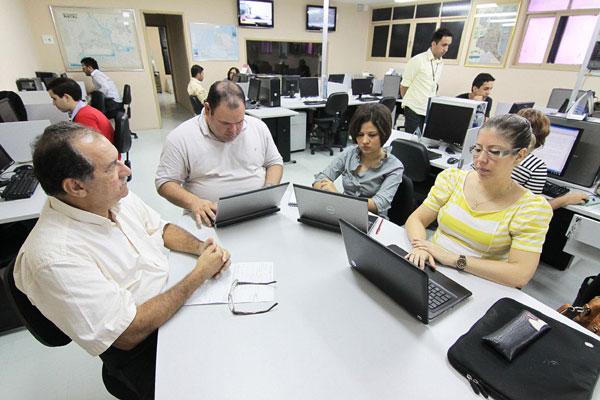 Jornalistas da Tribuna do Norte (no centro) e auditores da Receita Federal em Natal conduziram o bate-papo na manhã de ontem