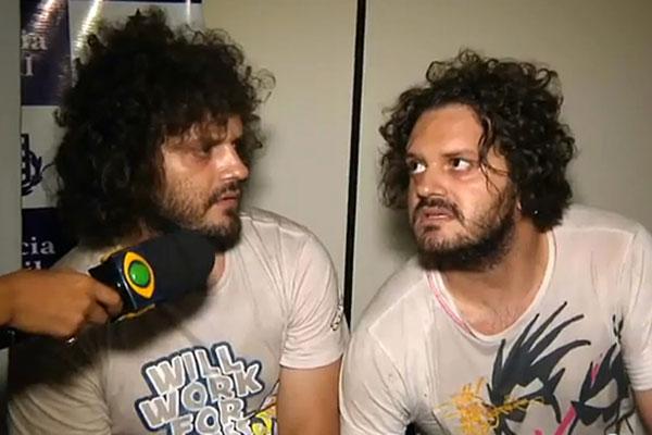 Diego e Diogo no momento da entrevista que rendeu fama após ir para site de vídeos na internet