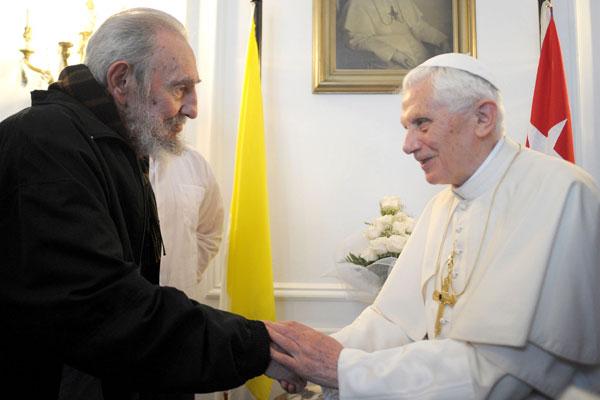 Ex-presidente Fidel Castro conversa com Bento XVI no encerramento da visita do papa a Cuba